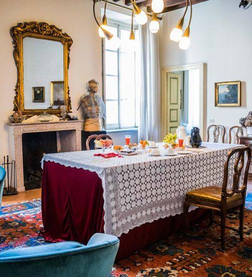 bed and breakfast Al Battistero d'oro Parma sala camino colazione